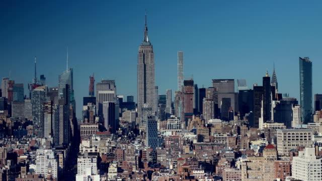 manhattan skyline view - inquadratura fissa video stock e b–roll