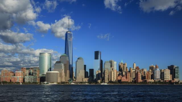 vídeos de stock e filmes b-roll de manhattan skyline with new world trade centre tower, new york, usa (4k time lapse) - world trade centre manhattan