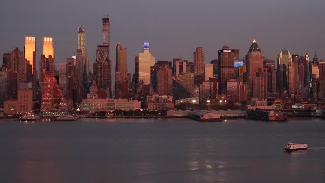 manhattan, view of midtown manhattan across the hudson river, new york, united states of america - エスタブリッシングショット点の映像素材/bロール