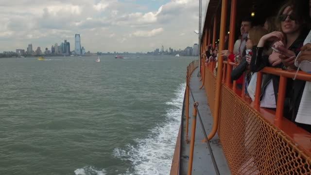 manhattan viewed from staten island ferry boat - fähre stock-videos und b-roll-filmmaterial