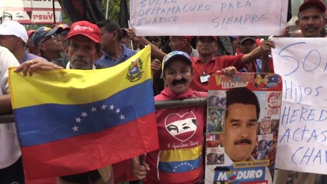vídeos y material grabado en eventos de stock de manifestantes chavistas marcharon el martes en caracas en contra de los supuestos planes de estados unidos para derrocar al presidente nicolas maduro... - ee.uu