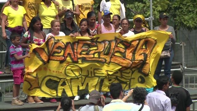Manifestantes se reunieron en Caracas para exigir el referendo revocatorio contra el presidente Nicolas Maduro mas alla de las reuniones entre la...