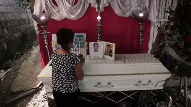 Manila mother tells Sky News she has no choice but to sell drugs despite nearly 6000 suspects being targeted and shot dead Sky's Tom Rayner reports...