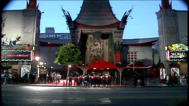 stockvideo's en b-roll-footage met manns chinese theater during elvira: mistress of the dark premiere in los angeles, california - tcl chinese theatre