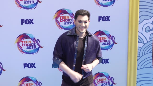 manny mua at the teen choice 2019 on august 11 2019 in hermosa beach california - annual teen choice awards stock videos & royalty-free footage