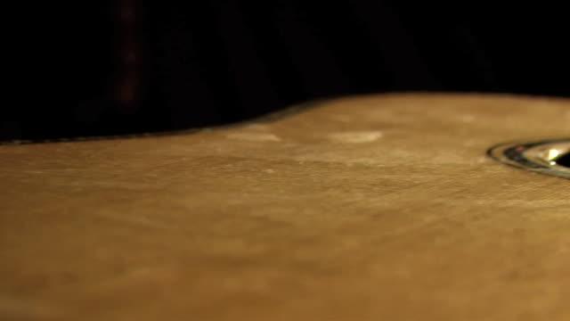 slo mo ecu pan man's hands making frets on acoustic guitar neck - griffbrett stock-videos und b-roll-filmmaterial