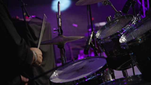 man's hands playing drums on stage in concert - schlagzeuger stock-videos und b-roll-filmmaterial