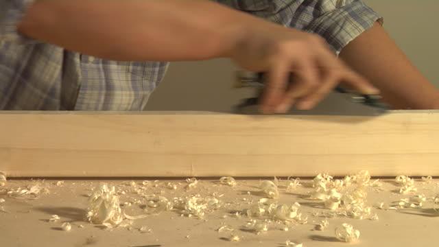 cu man's hands using block plane, london, england - 中年の男性だけ点の映像素材/bロール