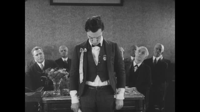 stockvideo's en b-roll-footage met 1927 man's (buster keaton) lengthy graduation speech clears the house - te klein