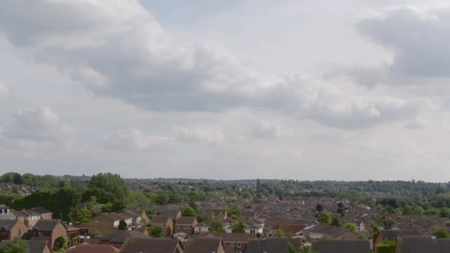 nottinghamshire mansfield footage houses in mansfield and surrounding countryside / warsop vale - contea di nottingham video stock e b–roll