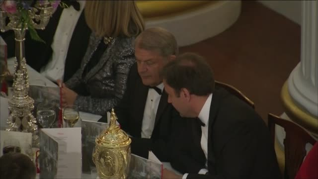 budget surplus law / rbs selloff / financial crime crackdown london mansion house int high angle shots of guests seated at banquet tables at mansion... - ロイヤル・バンク・オブ・スコットランド点の映像素材/bロール