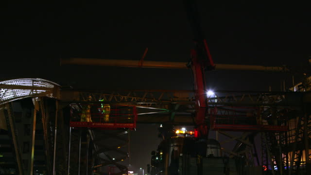 ws manual workers installing roof beam on arch bridge / london, england, united kingdom - roof beam stock videos & royalty-free footage