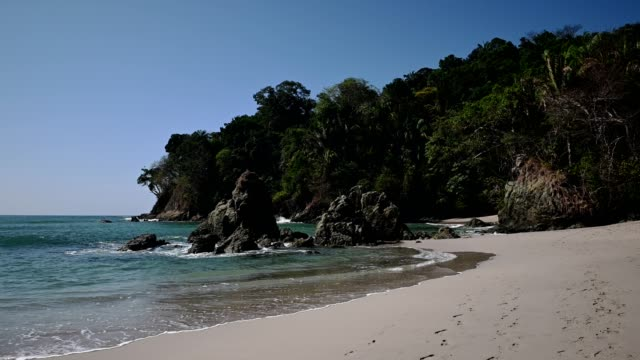 vídeos y material grabado en eventos de stock de manuel antonio beach - buena condición