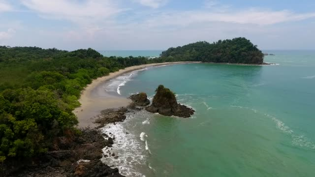manuel antonio national park drone shot - costa rica video stock e b–roll