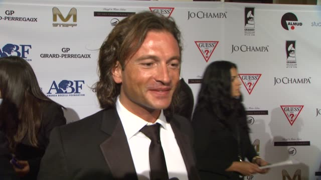 vidéos et rushes de manuele malenotti on why belfast wanted to support the event on creating a suit for andrea bocelli at andrea bocelli foundation's 2011 benefit gala... - andrea bocelli