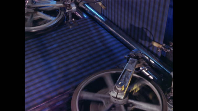 manufacturing blue plaid textiles - textilindustrie stock-videos und b-roll-filmmaterial