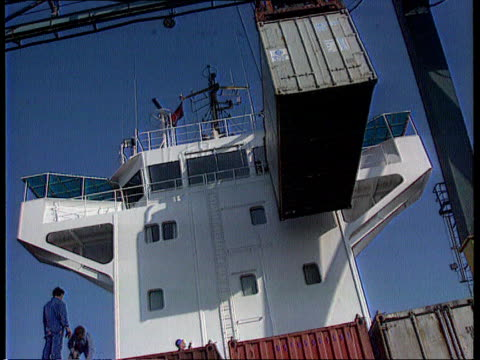 ITN explore retail conditions ITN LIB ENGLAND Humberside KingstonuponHull MS Container suspended from gantry crane over ship MS Container guided into...
