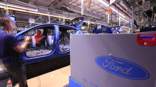 vídeos de stock e filmes b-roll de manufacturing of ford focus car in saarlouis germany on wednesday september 25 2019 - chassi
