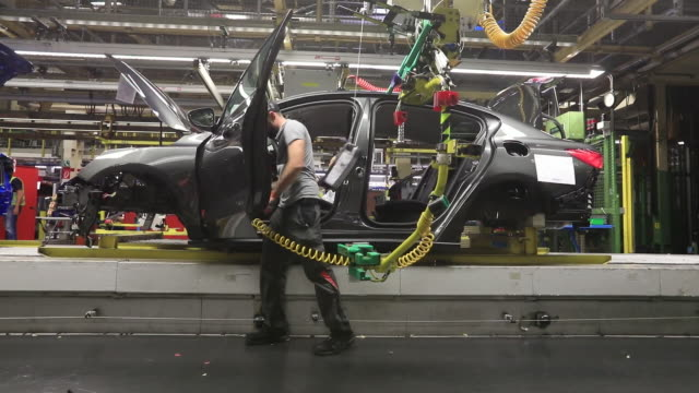manufacturing of ford focus car in saarlouis, germany on wednesday, september 25, 2019. - 自動車産業点の映像素材/bロール