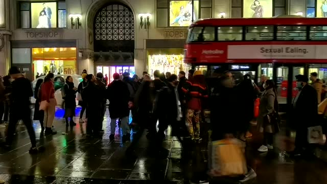many brits in capital london have flocked to the shops on saturday night, dec. 19, after announcement of new covid-19 restrictions. ignoring the... - freshness stock videos & royalty-free footage