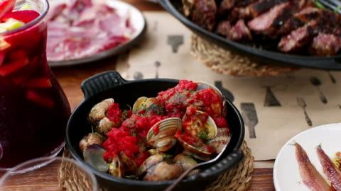 cu pan many dishes setting up and steak placing on table / barcelona, catalunya, spain  - ハイチ点の映像素材/bロール