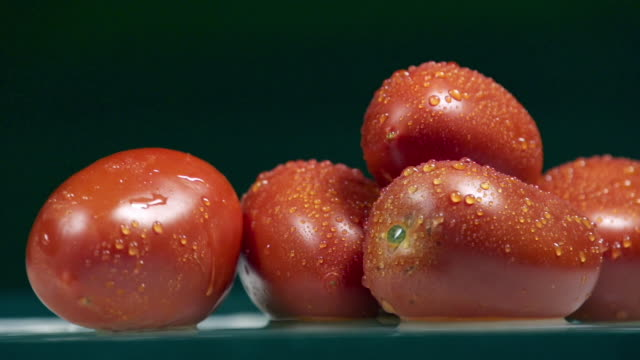 stockvideo's en b-roll-footage met many fresh tomatoes - vijf dingen
