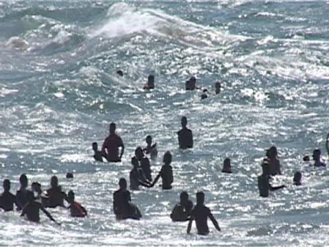 vídeos y material grabado en eventos de stock de many local children jumping waves, ms - elmina