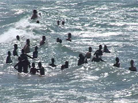 vídeos y material grabado en eventos de stock de many local people and tourists jumping waves, mws - elmina
