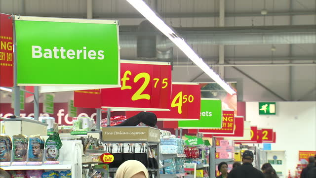 many of britain's biggest supermarkets have signed up to a new agreement that will end them advertising special offers that aren't as special as they... - 最大点の映像素材/bロール