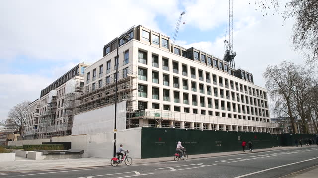 many shots of various luxury developments in london. an influx of cash-rich hong kong buyers is barely making a dent in london's ailing luxury... - asia stock videos & royalty-free footage