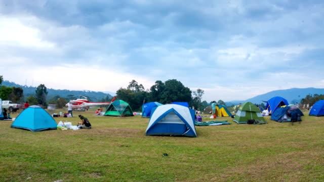 viele zelte in einem festival campingplatz - traditionelles fest stock-videos und b-roll-filmmaterial