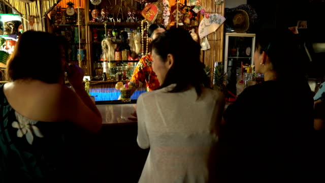 many tourists at a tropical themed resort drinking at the bar counter - 35 39 years stock videos & royalty-free footage