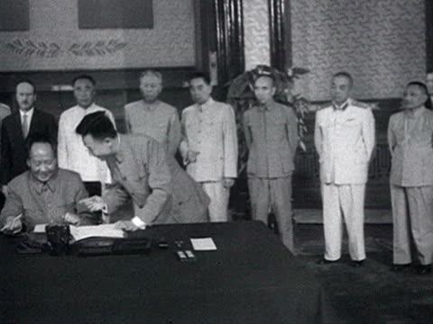 mao and khrushchev sign on common declaration and shaking hands audio / beijing pekin peking beijing china - anno 1958 video stock e b–roll
