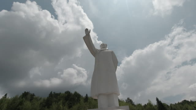 mao zedong statue in the holy land of revolution, jiangxi, china - sri lankan culture stock videos & royalty-free footage