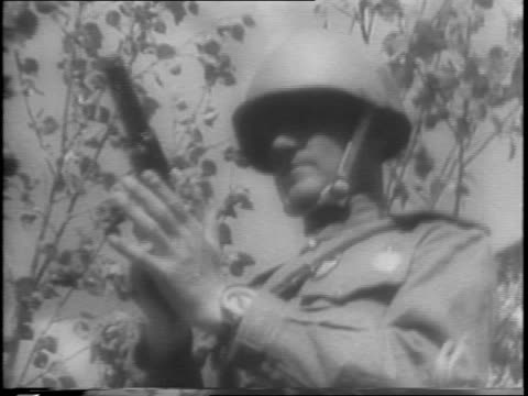 vidéos et rushes de map demonstrating nazi controlled areas of eastern europe and soviet russia with arrow pointing out oryol / soldier patrolling at sunset / foggy... - armée rouge