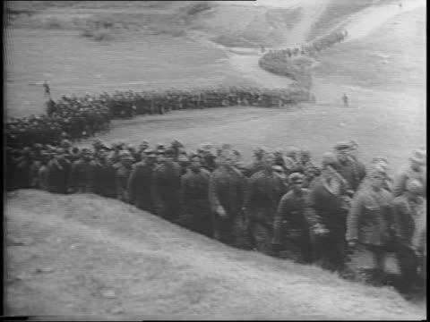 stockvideo's en b-roll-footage met map focuses on eastern front of wwii in russia / long lines of nazi prisoners are marched / some pows have bandages wrapped around their heads /... - geallieerde mogendheden