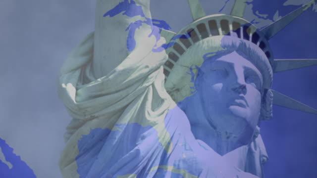 stockvideo's en b-roll-footage met cgi map of american continent with statue of liberty - vrouwelijke gestalte