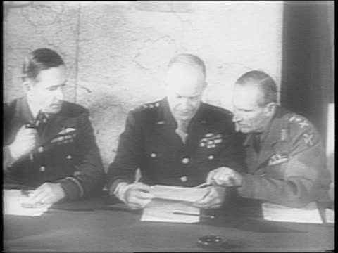 vidéos et rushes de map of globe highlighting pacific and european theaters / montage of general dwight eisenhower, field marshall bernard montgomery, and other allied... - 1944