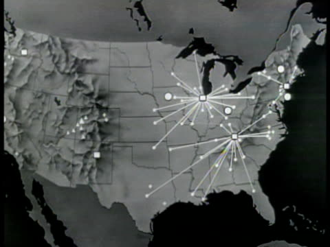 stockvideo's en b-roll-footage met map of u.s.a. highlighting plants, laboratories, colleges, universities, industrial firms. hanford,' washington; 'los alamos,' new mexico; 'oak... - reportage afbeelding