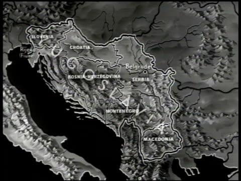 vídeos de stock e filmes b-roll de map of yugoslavia, six self-governed republics 'slovenia, croatia, bosnia, serbia, montenegro, macedonia.' - bósnia herzegovina