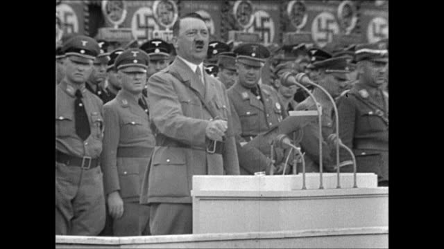 vídeos de stock, filmes e b-roll de map showing the spread of fascism in europe / xws behind soldiers gathered in open square in front of huge columned building, hitler giving speech ,... - adolf hitler