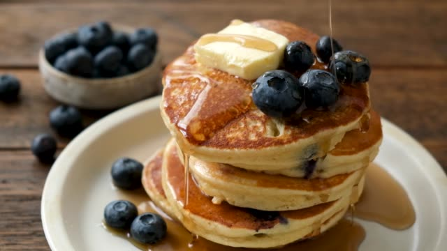 maple syrup pouring on pancakes - blueberry stock videos & royalty-free footage