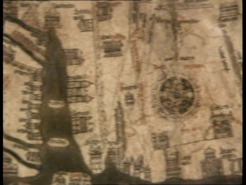 vídeos de stock e filmes b-roll de mappa mundi share selll off; map stained glass window, zoom out to interior of cathederal - mapa múndi