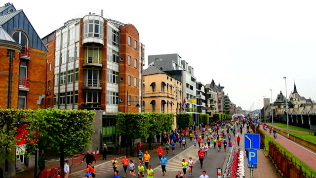 vídeos y material grabado en eventos de stock de maratón corredores de la ciudad - maratón