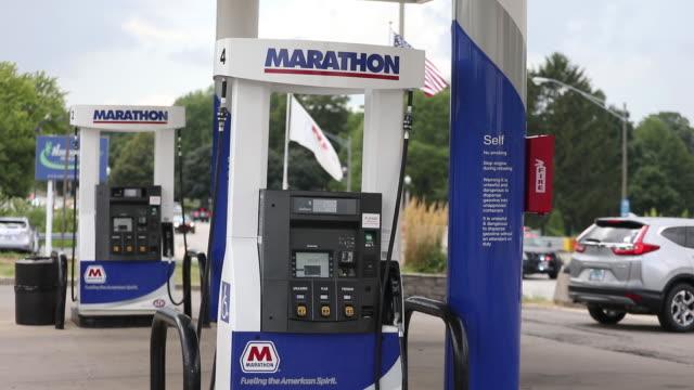 marathon gas stations in dekalb illinois us on tuesday july 30 2019 - tankstelle stock-videos und b-roll-filmmaterial