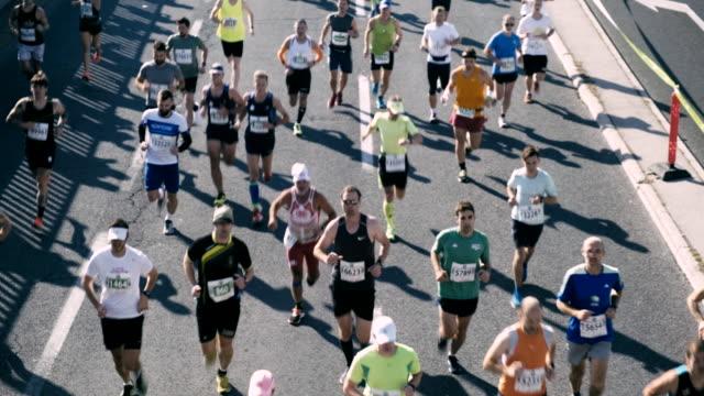 マラソンランナー - large group of people点の映像素材/bロール
