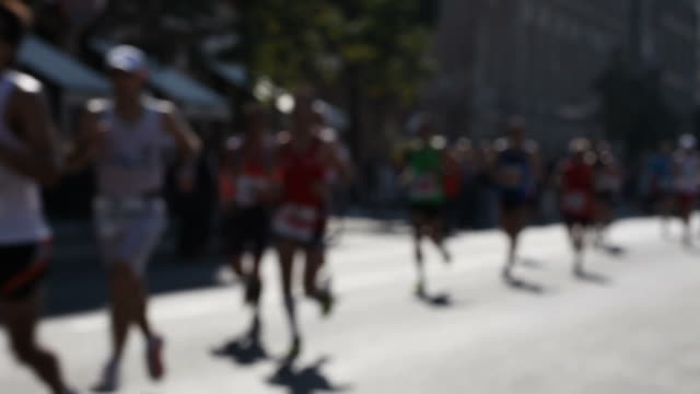 marathon running + audio - ausdauer stock videos & royalty-free footage