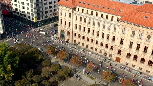 marathon running in berlin, time lapse - racewalking stock videos and b-roll footage