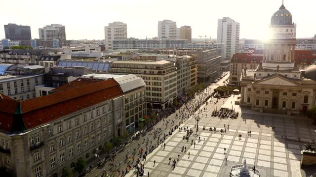 マラソンランニングベルリンで - 女子トラック競技点の映像素材/bロール