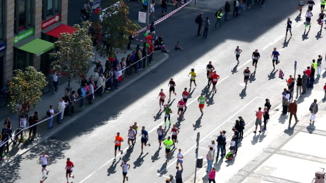 vídeos de stock, filmes e b-roll de corrida de maratona, de áudio em tempo real - maratona